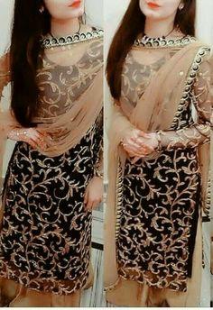 Punjabi Suits Party Wear, Party Wear Indian Dresses, Designer Party Wear Dresses, Pakistani Dresses Casual, Indian Fashion Dresses, Dress Indian Style, Pakistani Dress Design, Punjabi Fashion, Party Dress