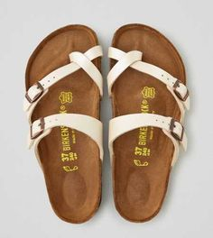 American Eagle Outfitters AEO Birkenstock Mayari Sandals 52 Trendy Casual Style Shoes Looks To Wear Asap – American Eagle Outfitters AEO Birkenstock Mayari Sandals Source Ivory Sandals, Ivory Shoes, Suede Shoes, White Shoes, Shoes Sandals, Flat Sandals, White Sandals, Suede Sandals, Birkenstock Sandals White