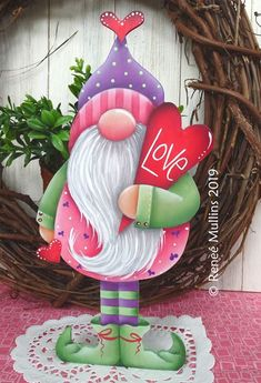 35 Festive Christmas Wall Decor Ideas that will Instantly Get You into the Holiday Spirit - The Trending House Diy Christmas Garland, Christmas Wood Crafts, Christmas Gnome, Christmas Projects, Christmas Decorations, Tole Painting Patterns, Theme Noel, Christmas Paintings, Valentine Crafts