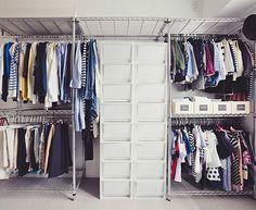 写真仲尾知泰家族のシアワセをつくる収納術。 「家族のシアワセは、暮らしの基本となる『家』から。」これは、整理収納アドバイザーであるEmiさんが2008年にスタートしたブログ『OURHOME』
