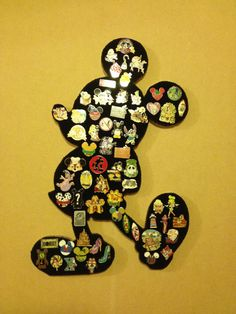 Disney Mickey Mouse Pin display board. Showcase por PinDisplaysPlus, $49.00