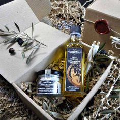 Gift set Olive Oil and Seasoning Blend - Greek Favors - Gourmet Gift Set- Food Gift-Olive Oil and Greek natural salt with herbs and spices Gourmet Gifts, Food Gifts, Olives, Bio Food, Melting In The Mouth, Natural Salt, Roasted Meat, Organic Herbs, Greek Recipes