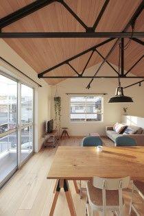 9 Pyeong House by Kodikodi 건평 9평짜리 임대용 임시 주택 큰길가에 마치 벌레 먹은 것처럼 불규칙한 ...