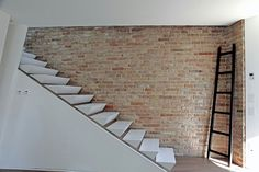 (via Minimalist Italian House with Wooden Floors and Rustic Stone Walls: contemporary-view-of-the-italian-house-the-minimalist-design-details-concrete-stairs-and-od-wooden-stair-combined-white-interior – Architecture and Home Design Interior) Interior Staircase, Home Stairs Design, House Design, Brick Interior, Stair Design, Stone Stairs, Concrete Stairs, Painted Stairs, Wooden Stairs