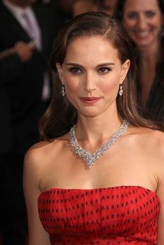 Natalie Portman is seriously gorgeous at the 2012 Oscars