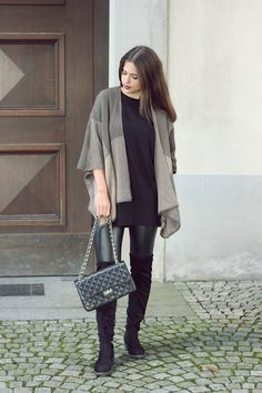 Leather look leggings with black otk boots and grey poncho Outfit Zusammenstellen, Outfit Posts, Poncho Outfit, Petite Outfits, Cute Outfits, Fashion For Petite Women, Womens Fashion, Grey Poncho, Walking