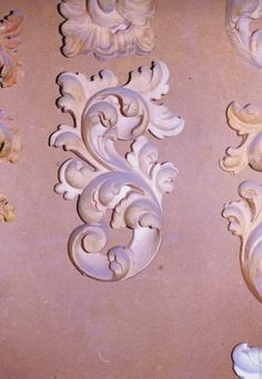 Talla en madera directa Leather Tooling Patterns, Stuck, Metal Engraving, Carving Designs, Clay Design, Wooden Crafts, Wood Carving, Paint Colors, Sculpting