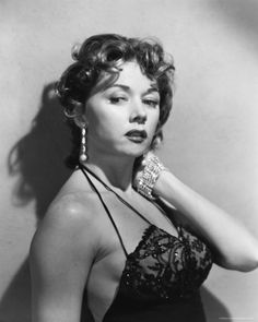Film Noir Photos: Tracking with Closeups: Gloria Grahame Golden Age Of Hollywood, Vintage Hollywood, Classic Hollywood, Hollywood Glamour, Old Hollywood Stars, Hollywood Icons, Vintage Tv, Vintage Girls, Vintage Movies