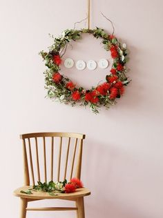 How to make a pōhutukawa Christmas wreath Driftwood Christmas Tree, Pre Lit Christmas Tree, Summer Christmas, Christmas Wreaths To Make, Diy Christmas Ornaments, Felt Christmas, Rustic Christmas, Christmas Decorations, Christmas Settings