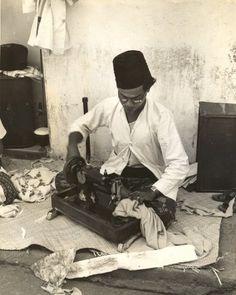 Kleermaker op straat, Bandung, Java, Indonesië (1933)