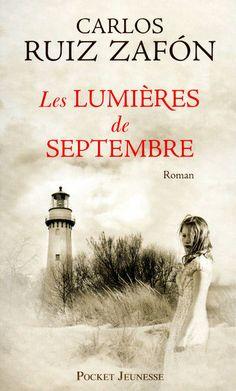 """""""Les Lumières de Septembre"""" de Carlos Ruiz Zafon, Pocket Jeunesse. Mon Dieu, ce livre est terrifiant !!! Je ne suis pas une fan des livres fantastiques. C'en est un ! Il m'a tenu en haleine d'un bout à l'autre... Il est prenant, haletant. Ca me donne envie de lire d'autres livres du même auteur !"""
