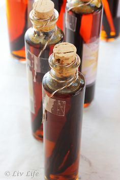 DIY Homemade Vanilla Extract with baker's twine (and link for the cute bottles used)