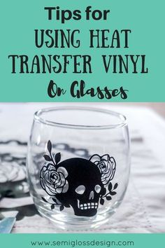 cricut vinyl projects Did you know that you can use HTV on glasses? I'm sharing some tips to make using heat transfer vinyl on glasses and ceramics easier! Vinyl Glasses, Diy Wine Glasses, Custom Wine Glasses, Cricut Heat Transfer Vinyl, Cricut Htv, Inkscape Tutorials, Cricut Tutorials, Cricut Ideas, Iron On Vinyl