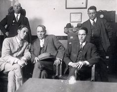 Photograph of Leopold and Loeb with their defense attorney, Clarence Darrow and two unidentified men Clarence Darrow, Creepy History, Mafia, Natural Born Killers, Al Capone, Charles Darwin, Lost Girl, Yesterday And Today, Criminal Minds