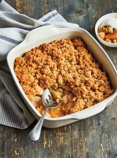 """""""Apple crumble"""" from Ricardo (English), Back to School Read it on the Texture app-unlimited access to top magazines. Apple Recipes, Baking Recipes, Sweet Recipes, Dessert Recipes, Fall Recipes, Delicious Desserts, Yummy Food, Fall Desserts, Ricardo Recipe"""