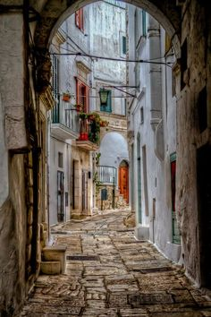 Ostuni, Puglia - Italy I'm in love with Italy! Architecture & beauty! #italyarchitecture