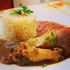 Galinha caipira com pirão.(comida brasileira).