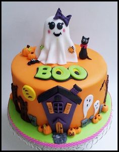 halloween cakes This was a very rushed cake made for a party today for my daughter and her friends, obviously the ghost on top is not my original design i think its cuteology cakes but Halloween Fondant Cake, Bolo Halloween, Halloween Birthday Cakes, Halloween Baking, Halloween Desserts, Halloween Cupcakes, Halloween Treats, Haunted Halloween, Witch Cake