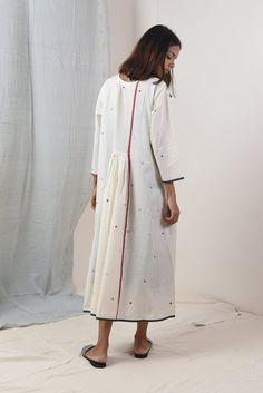 Beige Tunic Tunic Designs, Kurta Designs, Sleeve Designs, Crochet Tunic Pattern, Calf Length Dress, Indian Bridal Fashion, Cotton Tunics, Cotton Fabric, India Fashion