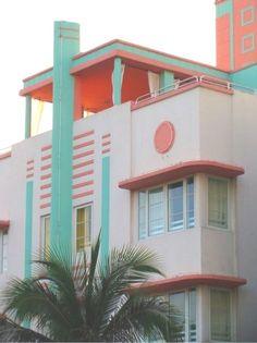 Art Deco building in South Beach, Miami. - Art Deco building in South Beach, Miami. Miami Art Deco, Bauhaus, Art Deco Stil, Art Deco Home, Art Nouveau, Architecture Design, Building Architecture, Streamline Moderne, Art Deco Buildings