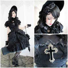 Vamp B. - Selfmade Velvet Bonnet, Selfmade Black Corsage, Selfmade Shirt, Selfmade Skirt 1, Bodyline Skirt 2, Selfmade Skirt 3, Bodyline Shoes, Baby, The Stars Shine Bright Parassol - Sweet Gothic Rococo
