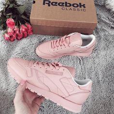 """(@reebokclassicpolska) na Instagramie: """"Na górze róże, na dole pastele, pięknych klasyków nigdy za wiele  @pooozytywna…"""" Air Force Sneakers, Nike Air Force, Sneakers Nike, Reebok, Classic, Instagram Posts, Shoes, Fashion, Nike Tennis"""