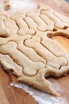 Cookie recipe for dogs (baking powder = yeast for cake) Dog Food Recipes, Cookie Recipes, Roasted Peanuts, Dog Biscuits, Homemade Dog Treats, Biscuit Recipe, Food Inspiration, Food And Drink, Favorite Recipes
