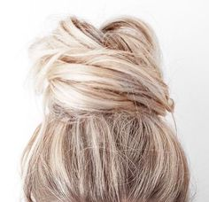 Blonde | Knot | Hair inspiration | Simple | More on Fashionchick.nl