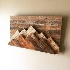 mountain wall decor in 2019 diy und selbermachen einricht Reclaimed Wood Wall Art, Wooden Wall Decor, Wooden Walls, Diy Wall Decor, Wood Art, Wall Wood, Reclaimed Wood Furniture, Bedroom Decor, Diy Pallet Wall