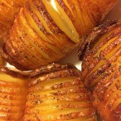 Den perfekte hasselback kartoffel - Mad for Madelskere Grilled Roast, Pork Roast, Slow Cooking, Cooking Ideas, Danish Food, Lard, Strawberry Lemonade, Food Hacks, Side Dishes