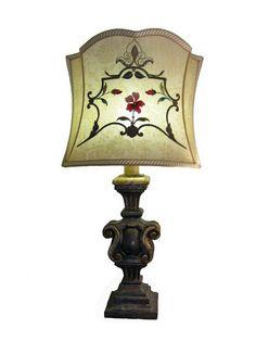 Lampada da tavolo con ricami antichi - Epoca: Metà Novecento