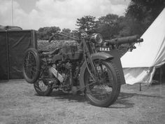 1916 Matchless Motorcycle and Vickers Machine Gun Sidecar Combination American Motorcycles, Vintage Motorcycles, Royal Enfield, Vintage Bikes, Vintage Cars, Harley Davidson, Ride The Lightning, Old Bikes, Dirtbikes