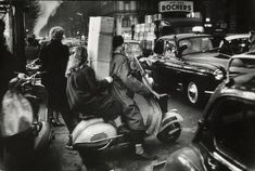 The week before Christmas Boulevard Haussmann Paris 1954 Photo: Willy Ronis Amazing shot