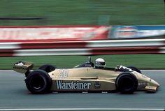 Otra marca emblemática de la F1 de antes, Arrows. En esta foto Jochen Mass en el Arrows A3 durante el Gran Premio de Gran Bretaña en 1980 ...