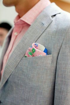 Awesome 23 Grey Suit and Pink Shirt for Men https://vintagetopia.co/2018/04/12/23-grey-suit-and-pink-shirt-for-men/ Pink shirts may be the best when it is in cotton and when it's employed in summer parties