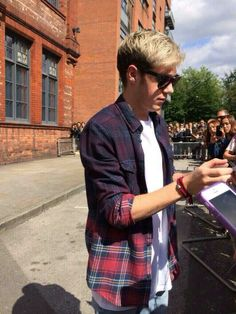 Niall in an ombre plaid shirt gives me breathing problems