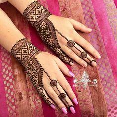 Henna designs - Minimal Mehendi Designs To Watch Out For This Season! Modern Henna Designs, Mehndi Designs For Kids, Finger Henna Designs, Mehndi Designs Feet, Simple Arabic Mehndi Designs, Back Hand Mehndi Designs, Mehndi Designs Book, Indian Mehndi Designs, Mehndi Designs For Beginners