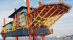 """Seaventures Rig Resort (Pulau Mabul, Malasia)  ¿Te has preguntado alguna vez cómo sería estar en una plataforma petrolera?. Pues ahora puedes hacerlo, gracias a la gente de Seaventures, que adquirieron y transformaron esta plataforma en un resort de buceo. Y por transformada, me refiero a """"ligeramente reconvertido""""."""