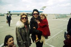 Best Celebrity Dad Photos - 42 Famous Dads with Their Kids Paul Mccartney Beatles, Paul And Linda Mccartney, Stella Mccartney, Mary Mccartney, Les Beatles, John Lennon Beatles, The Magical Mystery Tour, Image American, Shows In Nyc
