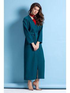 Элегантное легкое пальто без подкладки. Модель макси прямого силуэта с длинным рукавом. По борту, низу рукавов и изделия выполнены отделочные строчки. Пальто без застежки, на талии завязывается пояс.