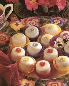 Minyon Christmas Tea Party, Christmas Sweets, Macaron, Mini Cupcakes, Scones, Muffin, Baby Shower, Cookies, Baking