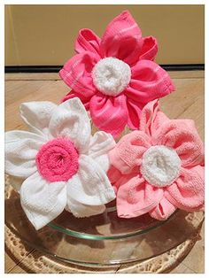 Pink and white flowers from wash clths Bunny Crafts, Flower Crafts, Diy Party Decorations, Baby Shower Decorations, Hobbies And Crafts, Diy And Crafts, Fork Crafts, Towel Origami, Towel Animals
