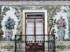Why ‪#‎Lisbon‬ is a Design Lover´s Dream City | via Conde Nast Traveler | 22/08/2015 It's true: you can't walk down a street in Lisbon without spotting something beautiful wink emoticon Portugal's history of intricate tilework—from its ceilings to floors, homes and hallways—means you can't walk down a street in Lisbon without spotting something beautiful #Portugal