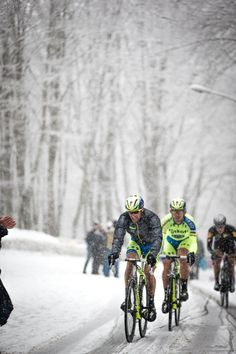 Stunning snowy shots of @tinkoff_saxo at @TirrenAdriatico by @BrakeThrough