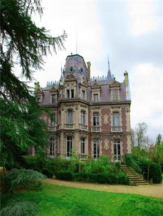 Le Beau Chene in Le Visinet - north central France built in 1891 by Louis Gilbert in Louis XIII style. Cathedral Architecture, Victorian Architecture, Beautiful Architecture, Beautiful Buildings, Beautiful Homes, Facade Architecture, Victorian Manor, Old Victorian Homes, Victorian Houses