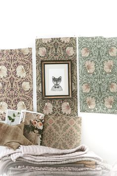 and cute cat pic too William Morris Wallpaper, Morris Wallpapers, William Morris Tapet, Flowers In The Attic, Design Palette, Kitchen Wallpaper, Fabric Rug, Romantic Homes, Arts And Crafts Movement
