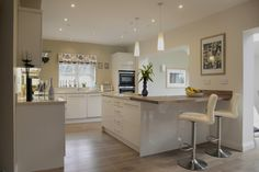 Contemporary ivory gloss door kitchen