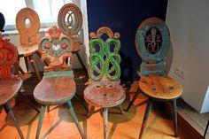 Tyrolean Folk Art Museum (Tiroler Volkskunstmuseum): Colourful chairs