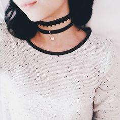 Foto pra mostrar as chokers que eu fiz ❤ . . . . . . . . . . #diy #chokers #love #goodafternoon #necklace #gargantilha #colar #accessories #acessorios #blogsbrasil #fashionforgirls #domingo #sunday #instafashion #vscogram #bestoftheday #bestofvsco #instamoments #instagood #blogger #wordpress #wordpressblog #fashion #shorthair #interativese #instadaily