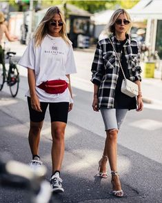 Looking for the latest street style outfits? Here are 25 street style outfits that looks stylish and fashionable in every way! Italian Street Style, Nyc Street Style, European Street Style, Street Style Summer, Spring Style, Street Style Fashion, Street Styles, Biker Fashion, Spring Summer